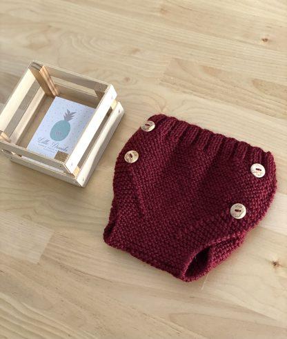 cubrepañal de lana burdeos