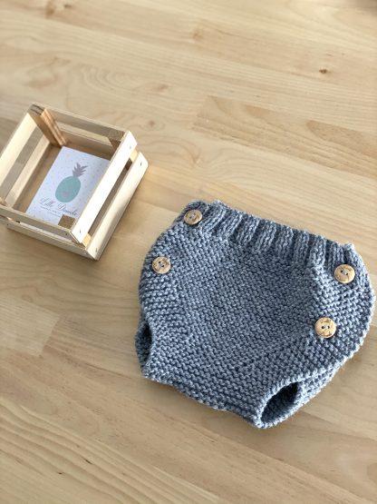 cubrepañal de lana gris